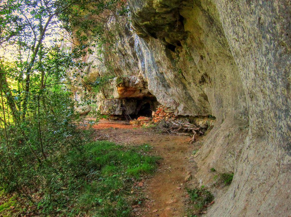 The Trail of Wild Garlic Dordogne Hike
