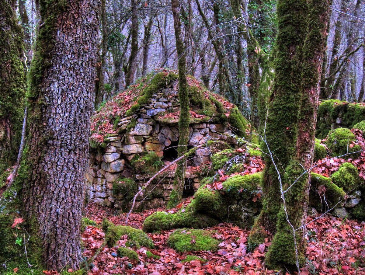 Les Eyzies Walking Dordogne 17